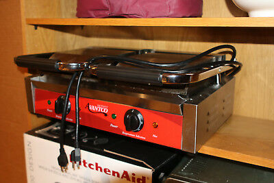 """Avantco P85S Double 8"""" x 8"""" Smooth Top & Bottom Commercial Panini Sandwich Grill"""