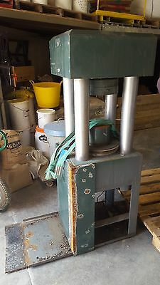 Contest Instruments Limited Hydraulic Press Type GD10 A Floor-Standing