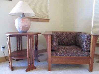Stickley 91-663 round cherry end table