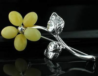 Elegant  925 Sterling Silver Ladies Baltic Amber Floral Brooch, Flower Pin