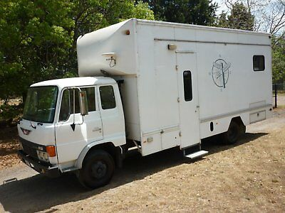 Ex  Film And Tv Industry  Make-Up/wardrobe/green Room/client/agency  Truck.
