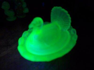 Green Uranium Vaseline Art Glass Satin Lidded Turkey Salt ( Rare )