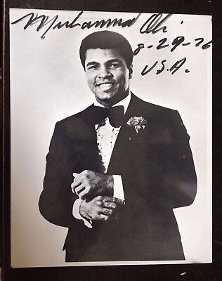 Muhammad Ali - Legendary Heavyweight World Champion - Stunning Signed Photograph