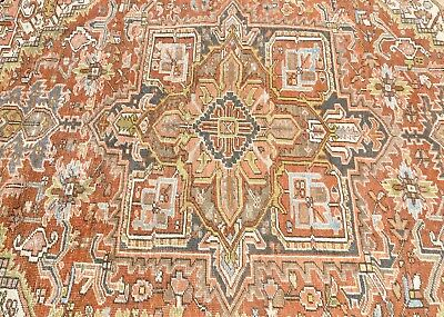 "Gorgeous 7'2"" x 10'8"" Heriz Antique Rug in Excellent Condition"