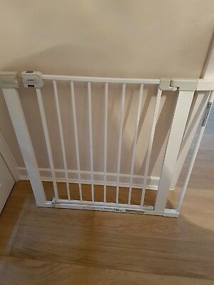 Baby gate with removable 7cm extention (safety 1st) No best offer, fixed price.