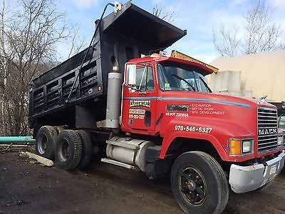 10 wheeler Mack Dump truck with 20 ton Eager Beaver Trailer