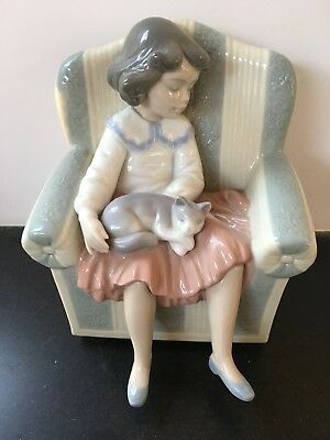 """Lladro Vintage Figurine #6550 """"They're Sleeping"""" Girl with Cat Porcelain"""