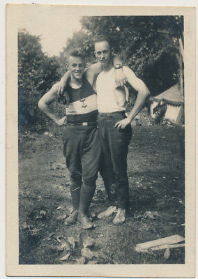 BUDDY BOYS in CAREFREE EMBRACE vtg AFFECTIONATE MEN photo GAY INT