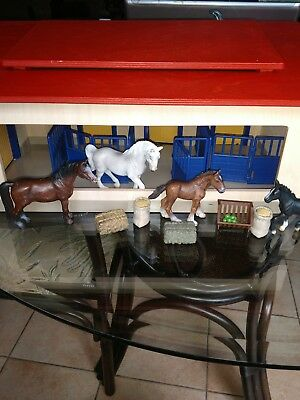 Schleich  Life Stable horse d-73508 Barn Stalls with horses and feed