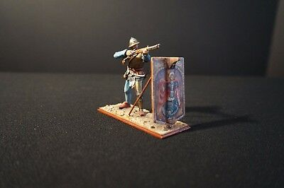 """St. Petersburg"" 54 mm foot ""Amber"" Knight with gun and ground shield!"