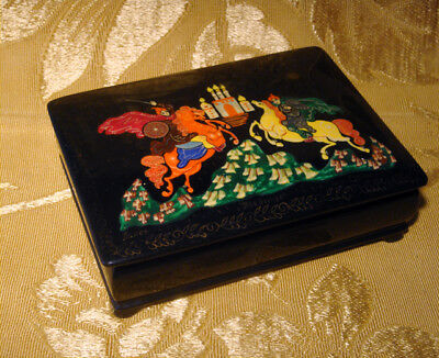 """Russian Palekh """"duel"""" Lacquer Jewelry Box Artist Signed"""