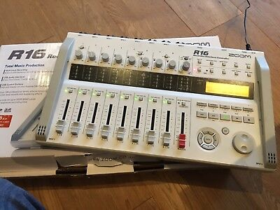 ZOOM R16 Recorder and Interface