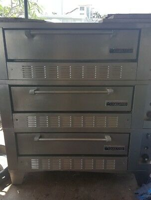 garland pizza oven excellent condition 3 decks MAKE OFFER