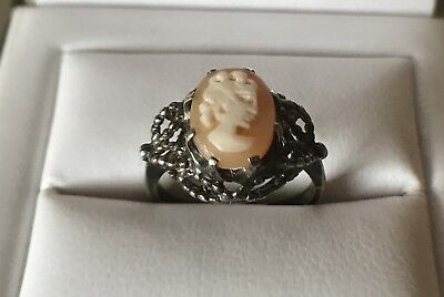 Solid silver and cameo ring