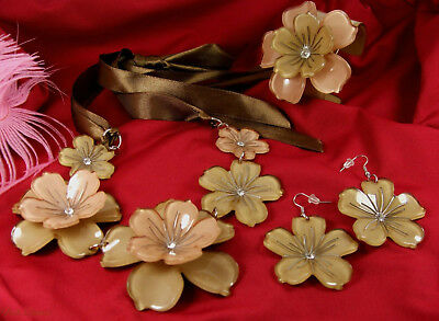 Beautiful Earth Toned Lucite Flower Necklace, Bracelet & Earring Set (31)