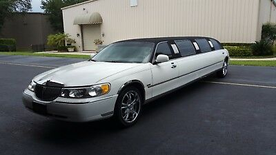 2000 Lincoln Town Car Black Top White Bottom limo