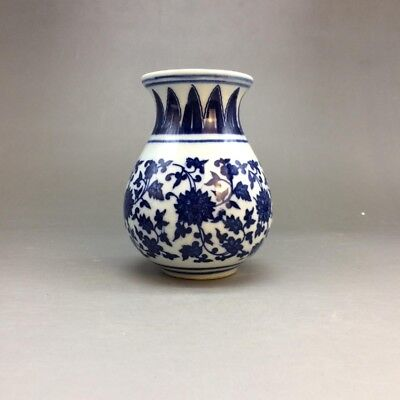 Old Chinese blue and white porcelain painting hand-painted patterns - vase