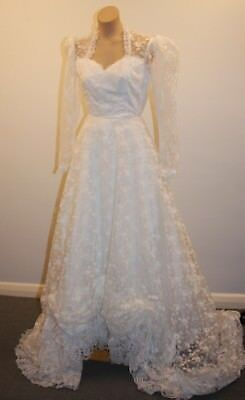 SMALL ORIGINAL VINTAGE 1970s WHITE LACE WEDDING DRESS WITH UNDER SKIRT & VEIL.