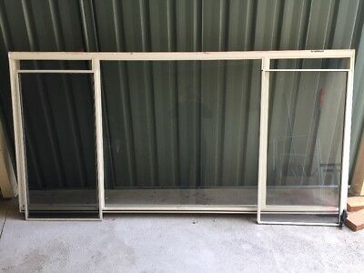 Aluminium Window With Timber Reveal and Venetian Blind