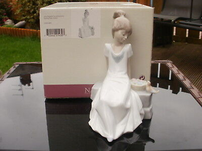"""RETIRED NAO by LLADRO FIGURINE """" SPRING HAS COME """"  #1430 - GIRL WITH BIRD BOXED"""
