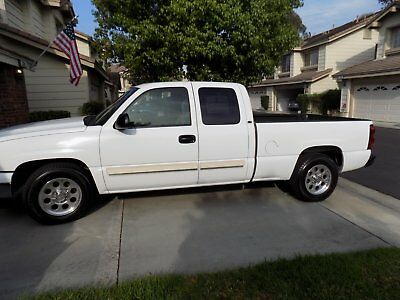 2006 Chevrolet Silverado 1500 White Chevey Silverado truck Upgraded DVD system New wheels and tires Runs GREAT 2006