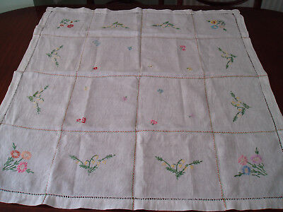 """VINTAGE  LINEN HAND EMBROIDERED TABLE CLOTH  32"""" x 33"""""""
