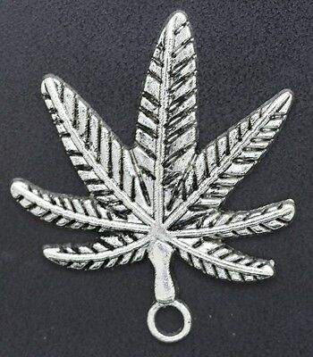 Wholesale New fashion beautiful maple leaf ornaments Lucky Charms pendants Gift