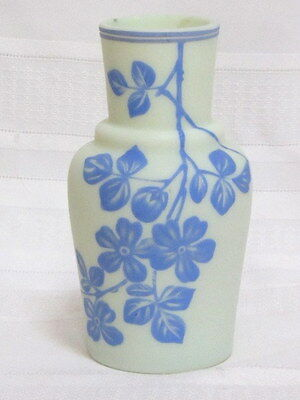 English Cameo Vase, Apple Blossom, Blue On Cream, Classic Shape~~~