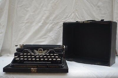 Vintage Underwood Portable Typewriter Complete with Case - Fair Condition