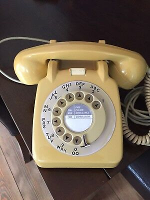 Gorgeous Vintage Telephone - Excellent Condition And Full Working Order