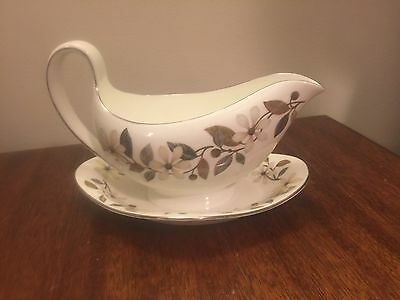 Wedgwood Beaconsfield Gravy Boat with Attached Underplate