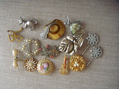 VINTAGE/RETRO BROOCHES & TWO HAIR GRIPS - job lot of 12