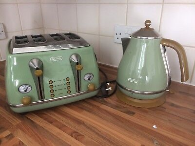 DeLonghi Green Kettle And Toaster