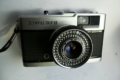 Olympus Trip 35 35mm classic camera and case, film tested and GWO