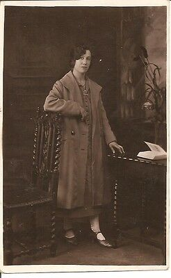 VINTAGE REAL PHOTO POST CARD - Lovely young lady