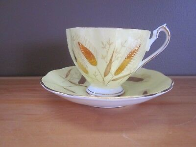 QUEEN ANNE Fine Bone China - Teacup & Saucer  Pat #5492H 1950's