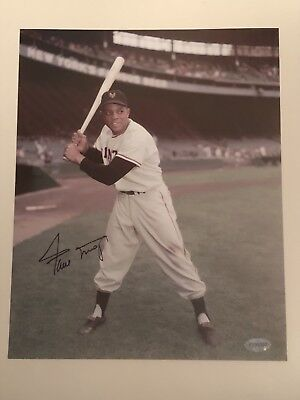 Willie Mays Autographed 8x10 Picture  ::::::::::Certified