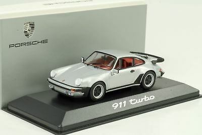1974 1977 Porsche 911 930 3.3 turbo argent / rouge 1:43 Minichamps