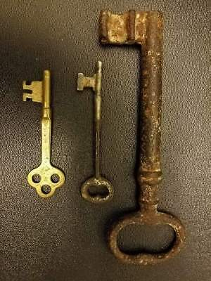 "Antique Vintage Rusty Metal Key 5.5""L and Small Vintage Key 3""L Home Decoration"