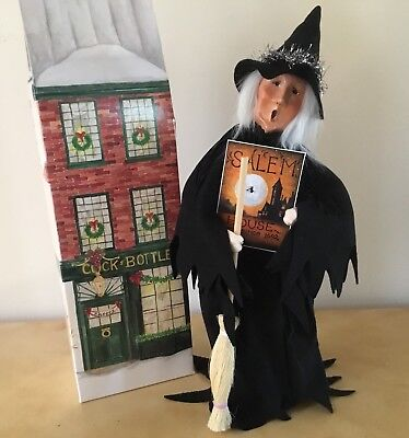 Byers Choice 2017 Exclusive Witch Of Salem With Miniature Historic Salem Poster