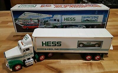(1992) Hess 18 Wheeler with Racer- Collectible