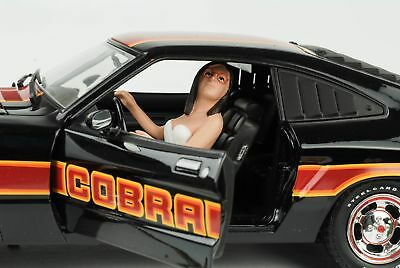Cool Driver Driver Girl Woman Figurine Figurines 1:18 AMERICAN DIORAMA NO CAR