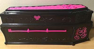 Mattel Monster High Draculaura Doll w Coffin Jewerly Box Bed