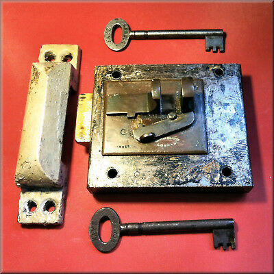 An Antique Collectable Kaye's Surface Mounted Lock Latch + 2 Original Kayes Keys