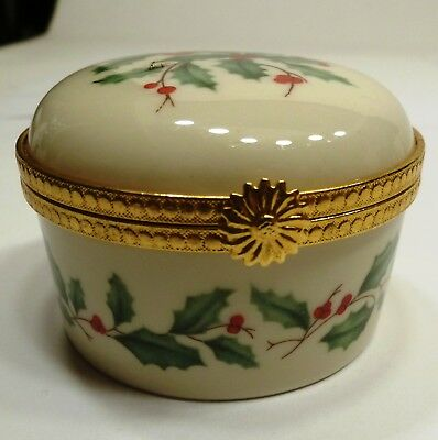 A1 - Lenox Holly and Berries Porcelain HInged Box