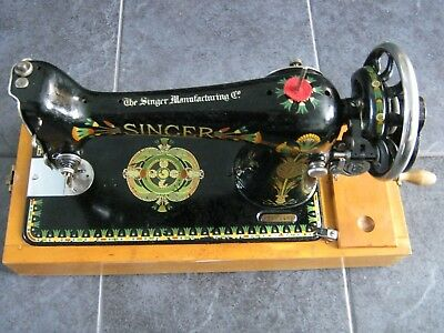 Vintage Hand cranked SINGER Nice case Rare pattern Very smooth