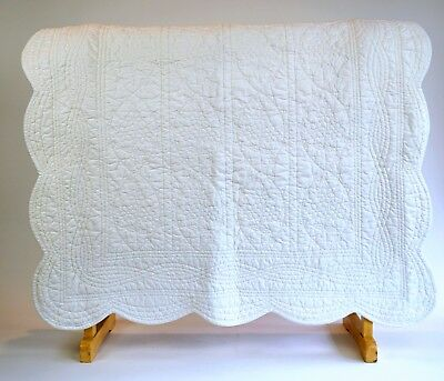 """POTTERY BARN KIDS White Quilt Scallop Edge Baby Chic Shabby Throw 34"""" x 46"""""""