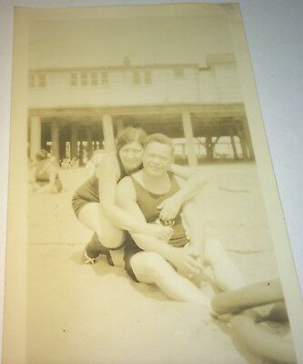 Antique Vintage American Fashion Couple! Beach / Seashore US Vacation Photo! Old