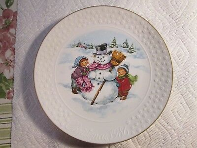 Avon Christmas Plate 1986 Porcelain 22K Gold Trim Collectible Snowman+Kids>NICE!