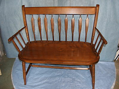 """Nichols & Stone Hitchcock Style 35"""" Maple Settee/ Deacons Bench Excellent Cond"""